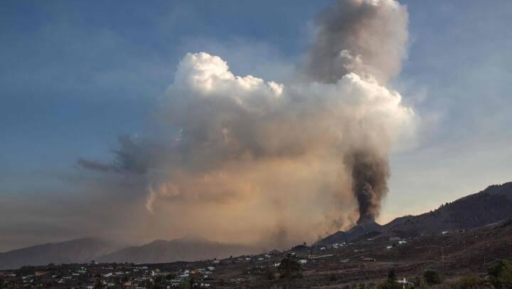 Kilometerhøje søjleraf røg og aske påvirker flytrafik til La Palma