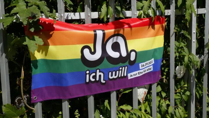 Stor folkeafstemning gør homovielser lovlige i Schweiz: 'Vores kærlighed fortjener ikke kun de samme rettigheder, men også den samme respekt'