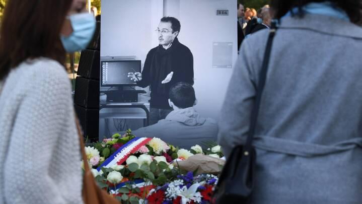 For et år siden blev skolelærer halshugget for at vise en muhammedtegning - så hvor står Frankrig i dag?