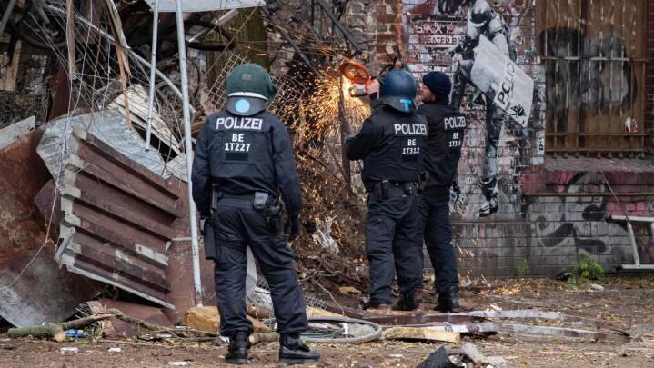 Tysk politi anholder 76 under rydning ved besat hus i Berlin