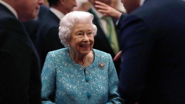 Dronning Elizabeth afslår høfligt kåring som 'årets olding'