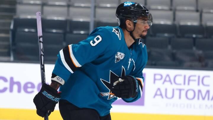 Brødebetynget ishockeystjerne 'fortryder inderligt' efter vaccinefusk
