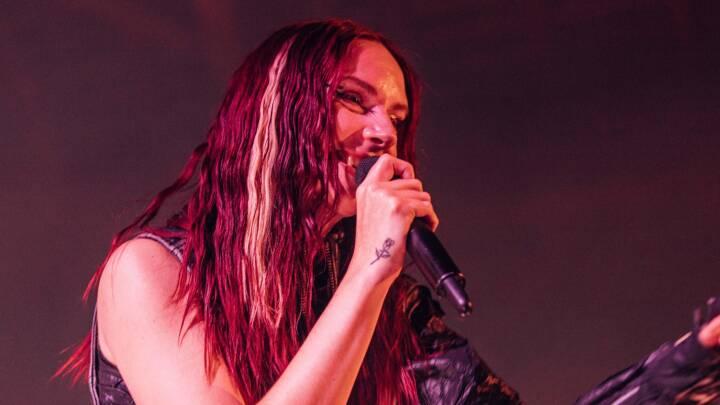 Dansk popstjerne gjorde rørende comeback i udsolgt koncerthal: 'Hold kæft, det er følsomt'