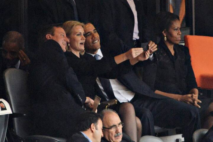 BILLEDSERIE: Obama og Helle ved siden af hinanden til mindehøjtidelighed