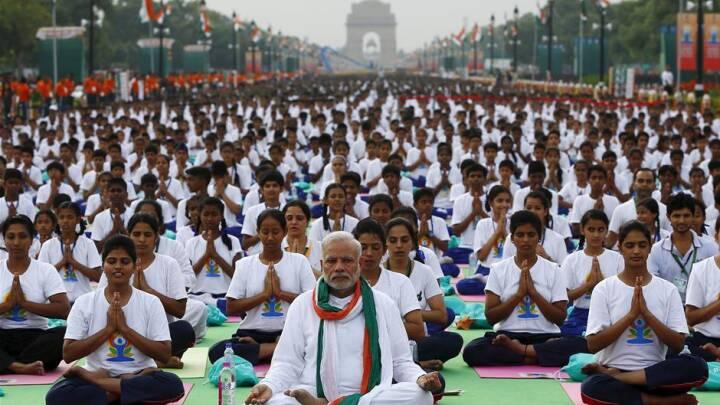 BILLEDER Millioner af yogaentusiaster fejrer international Yogadag