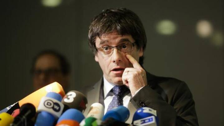 Spanien trækker arrestordre på Puigdemont tilbage