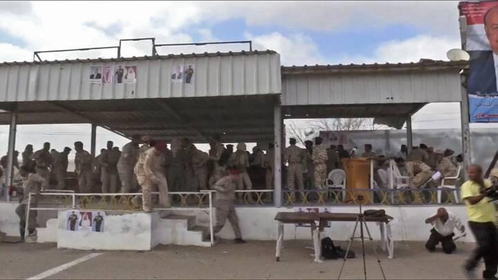 Dødeligt droneangreb mod militærparade fanget på video i Yemen