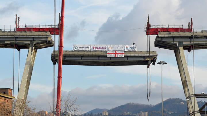 43 blev dræbt: Nedrivning af motorvejsbro i Genova er i gang