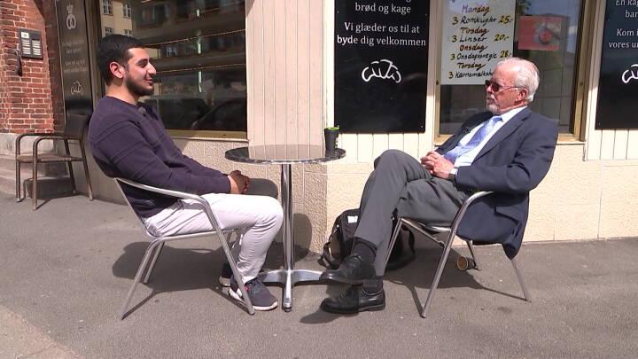 79-årige Kurt og 23-årige Omar var uenige sammen i dag: 'Vi fik rykket lidt på hinanden'