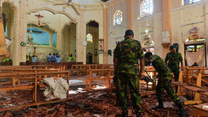Politichef anholdt på grund af bombeangreb i Sri Lanka