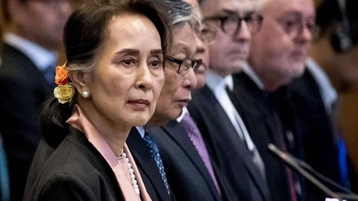 Tidligere Nobel-heltinde sad ubevægelig og hørte om folkedrab