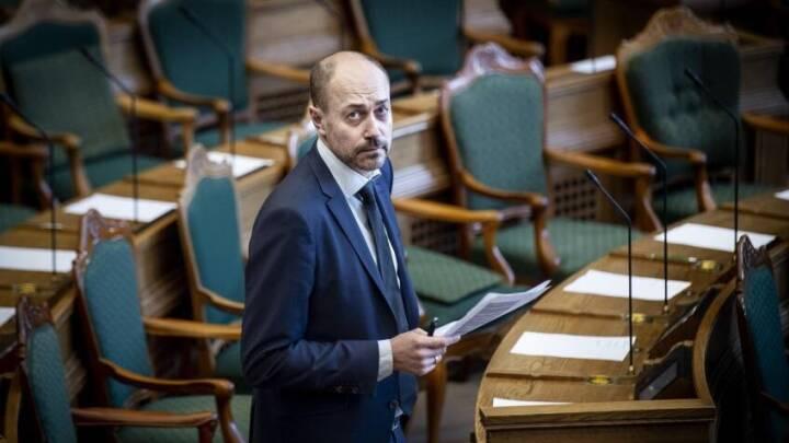 Minister om hjertestartere uden service: De skal kortlægges