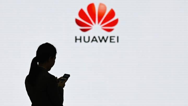 Huaweis omsætning ramt af amerikanske sanktioner