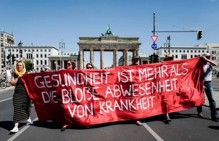Tusinder Marcherer Mod Corona Regler I Berlin Mens Tyske Smittetal Stiger Udland Dr