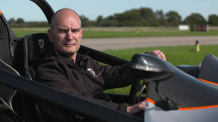 Wroooom! Tim fra Vamdrup har bygget en sportsvogn på fem år: 'Det er min drøm'