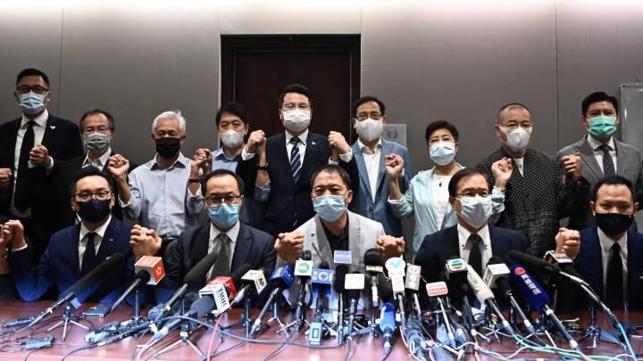 Hongkongs opposition trækker sig i protest: 'Et stort skridt væk fra demokratiske tilstande'