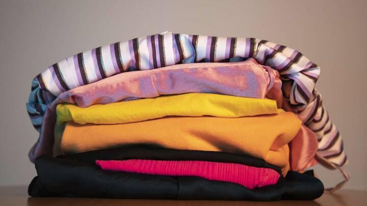 Vil du have en mere bæredygtig garderobe? Her er fire råd til at få dit tøj til at leve længere