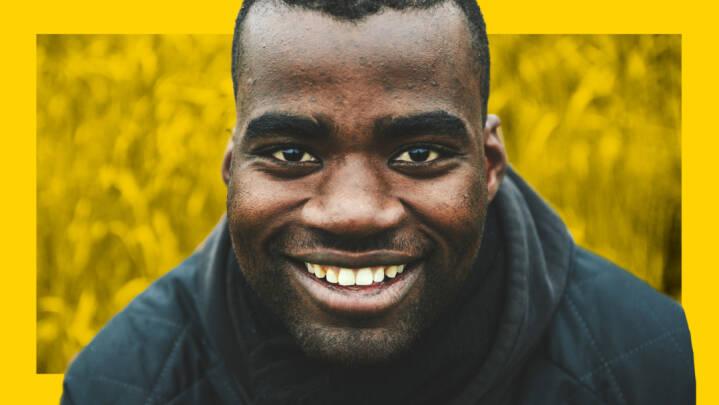 'Regnede du med, at jeg talte så godt dansk?' Rødder i Congo, rundet af Jylland. Målmand møder fordomme med sort humor