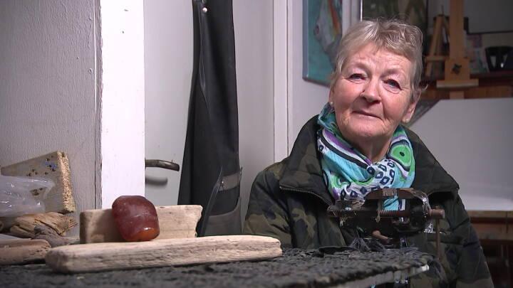 Inger fandt ravklump 10.000 år gamle indgraveringer: Nu skal den udstilles på Nationalmuseet