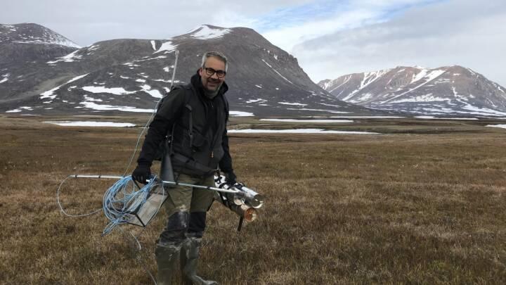 Torben har holdt øje med klimaet i Arktis i mere 30 år: 'Pludselig var det her store område kollapset... skyllet i floden'