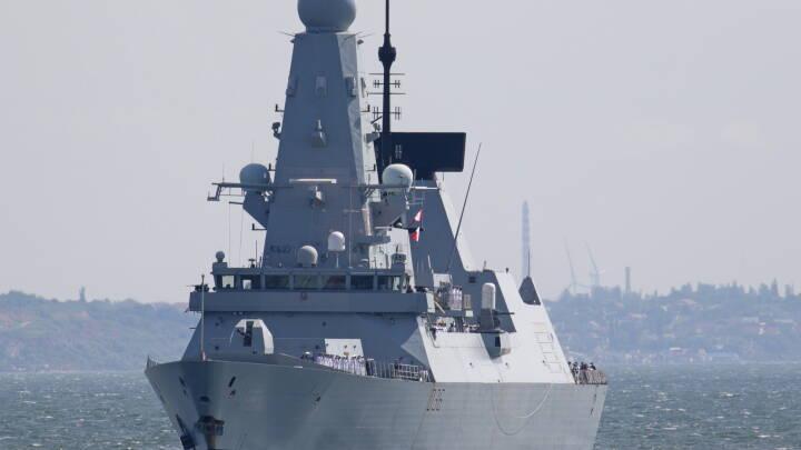 Rusland hævder at have affyret varselsskud mod britisk krigsskib - Men 'det lugter af, at russerne har lavet fake news'