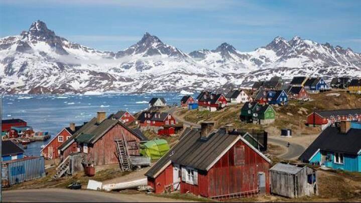 Udrejse af to grønlandske byer forbydes