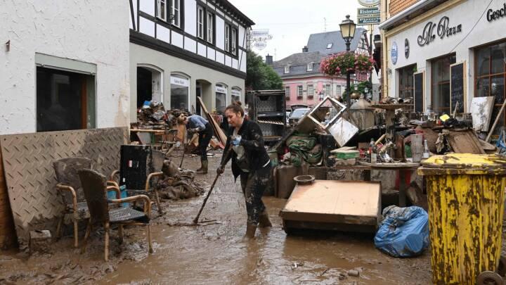 Kaos og voldsomme ødelæggelser: Redningsmandskab kæmper for at finde overlevende efter oversvømmelserne