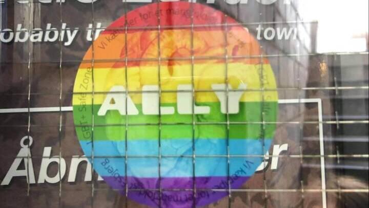 Nattelivet skal være mere inkluderende: Barer underskriver LGBTQ+-rettigheder