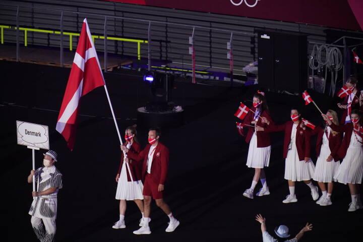 Se billederne: De danske OL-deltagere træder ind på det olympiske stadion