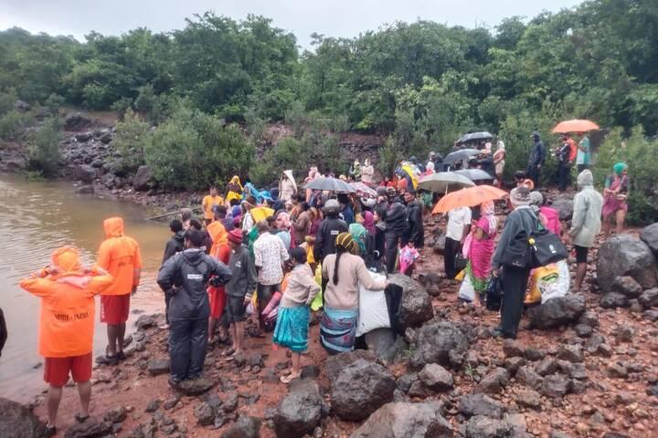 Mindst 112 personer har mistet livet i jordskred og oversvømmelser i Indien