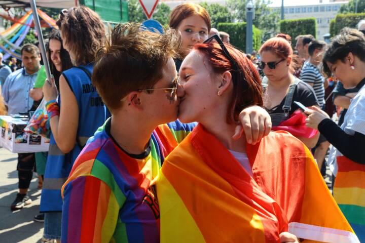 Tusindvis er på gaden til pride-parade i Ungarns hovedstad