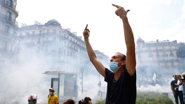 Se billederne: Demonstranter er igen på gaden for at protestere mod Macrons vaccinekrav