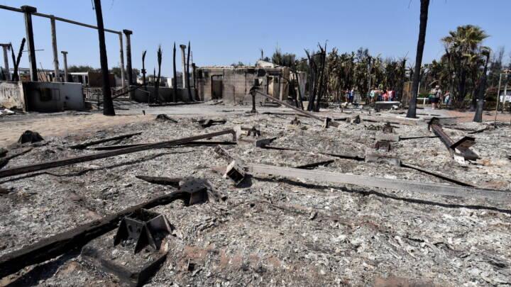 Se billederne: Skovbrande hærger feriebyer på Sicilien