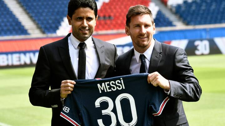 'Vamos Leo! Vamos Leo! Tårer var erstattet af smil, da Messi mødte medierne i Paris