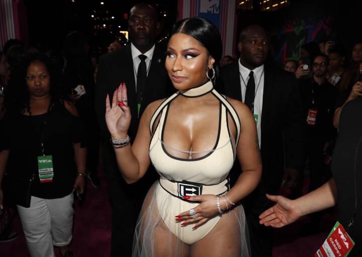 USA's coronageneral sabler bizar vaccineteori fra Nicki Minaj ned