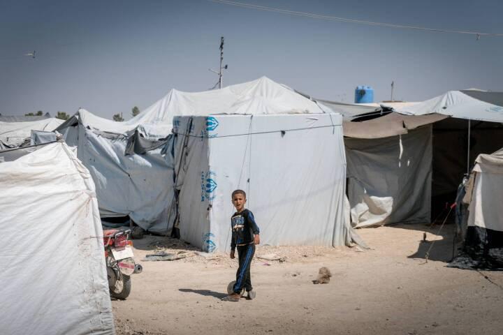 Regeringen går imod egen linje: Én kvinde med dobbelt statsborgerskab hentes hjem fra Syrien