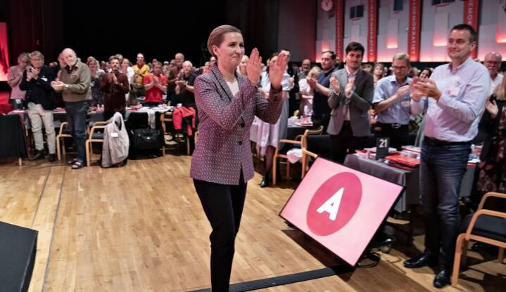 Socialdemokratiets kongres: Røde roser, opbakning - og små ridser i lakken