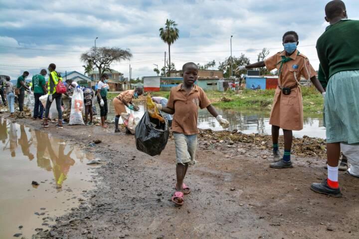 Se billederne: Folk over hele verden indsamler skrald i anledning af 'World Cleanup Day'
