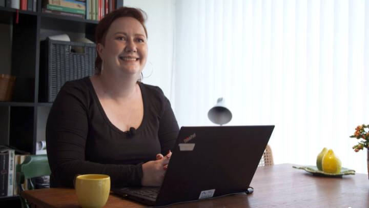 Arbejde ude eller hjemme? Når Louise er på job, kan hun både handle i Føtex og rådgive sine studerende