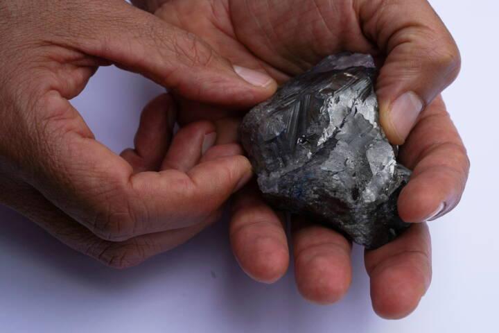 Se billederne: Diamant på størrelse med et æg vist frem i New York