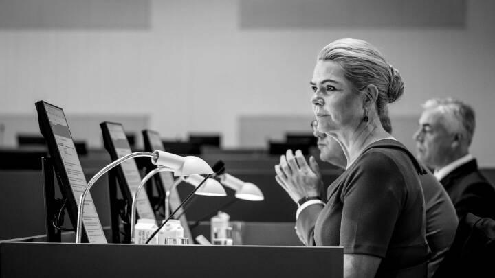 Juraprofessorer: Støjberg modsiger sin forklaring i Rigsretten i hidtil ikke offentliggjort tv-klip