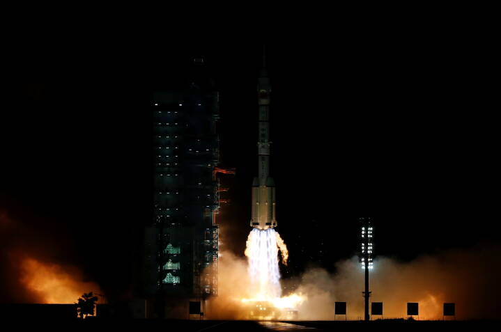 Kina sender astronauter afsted til seks måneders ophold på rumstation