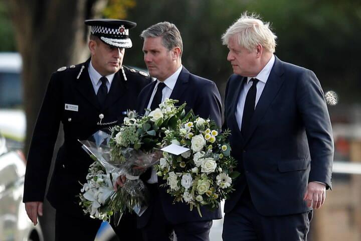Drab på britisk politiker sætter gang i debatten: Er det for farligt at mødes med vælgerne?