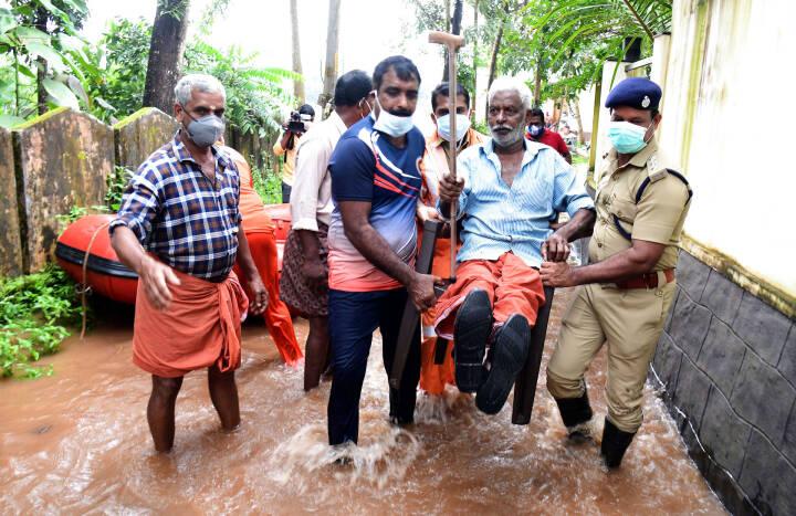 Mindst 20 mister livet i voldsomme oversvømmelser i Sydindien