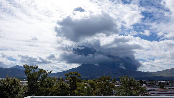 En af verdens største aktive vulkaner er gået i udbrud: Sendte aske flere kilometer op i luften