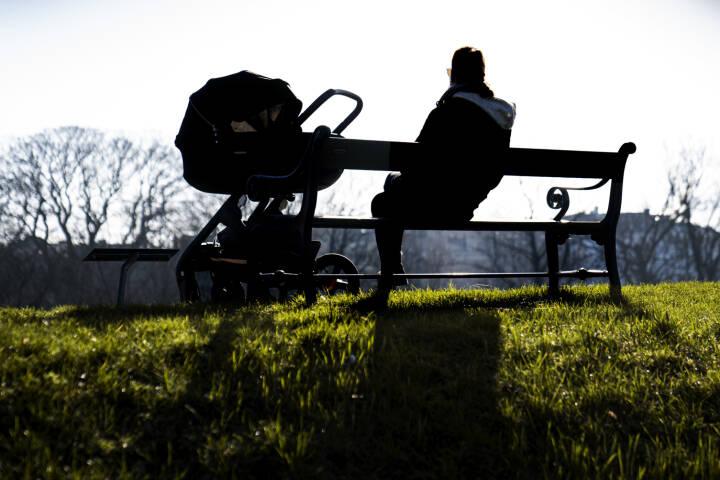 Regeringen vil undtage selvstændige for regler om øremærket barsel til far