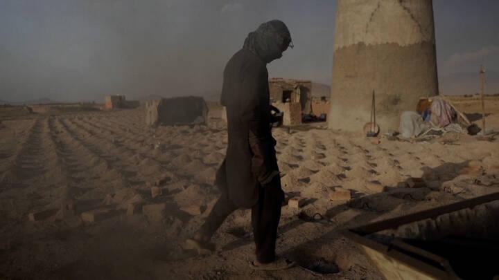 Afghanistans økonomi er gået i stå, og Samiallah er brændt inde med 2 millioner mursten