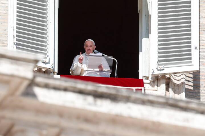 Paven med indtrængende appel: Vil have stoppet deportation af flygtninge
