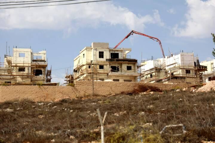 Israels regering planlægger 1.355 nye boliger til bosættere på Vestbredden