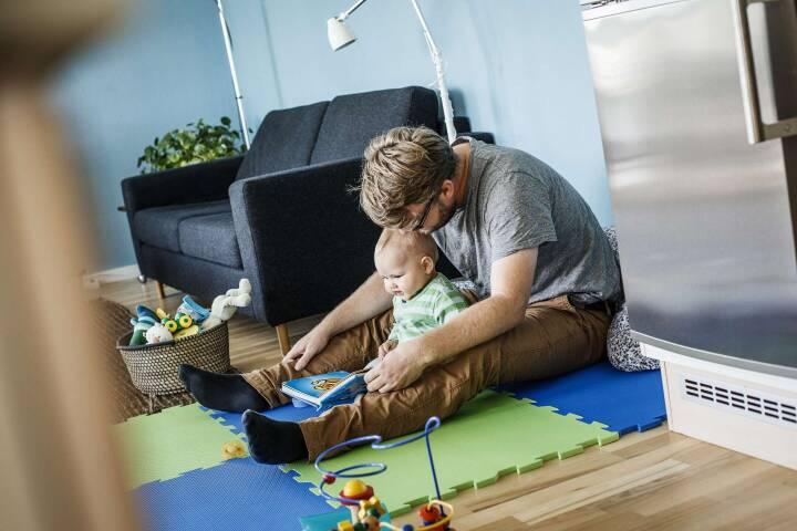Politisk aftale om øremærket barsel til både mor og far på plads